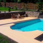 Venkovní bazén, kamenné terasy, podlaha dřevoplast - RD Černá Hora