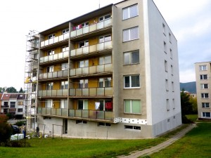 Regenerace BD, zateplení fasády, konstrukce klempířské, výměna skel lodžií - BD Blansko ul. Pekařská
