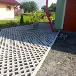 Teréní úpravy, zatravňovací dlažba - RD Vysočany
